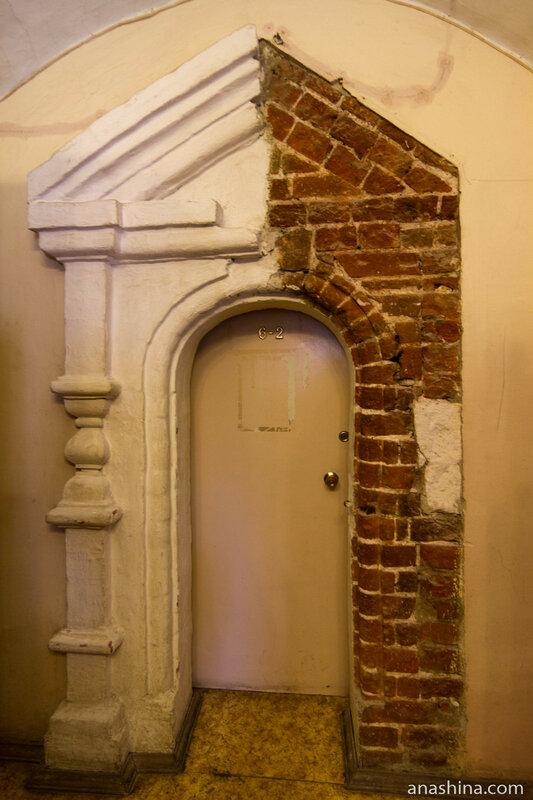 Обрамление двери в Крестовую палату, палаты Аверкия Кириллова, Москва