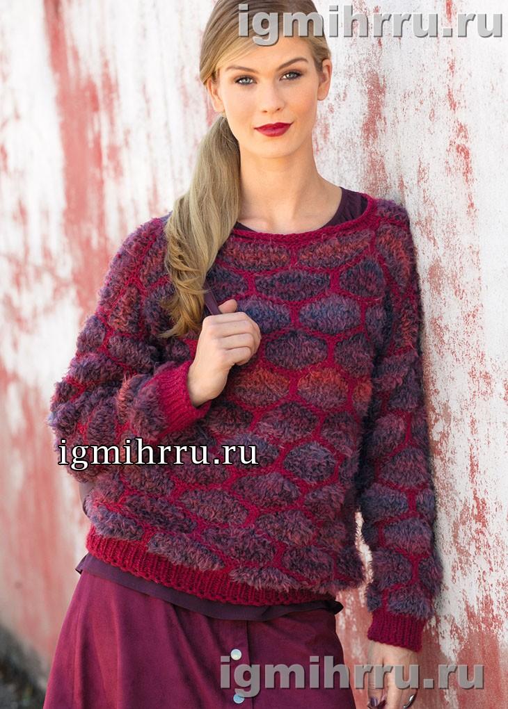 Пуловер в красных тонах, с узором из крупных сот. Вязание спицами