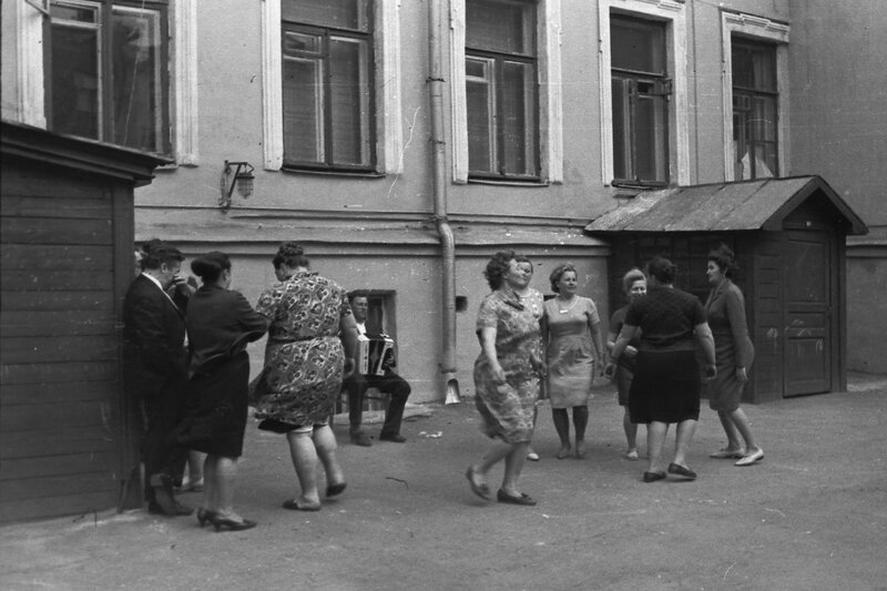 450928 Так гуляли на праздниках 1960-е Зарецкий О.К..jpg