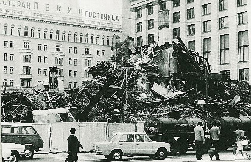6663 Площадь Маяковского. Разрушенный театр «Современник».jpg