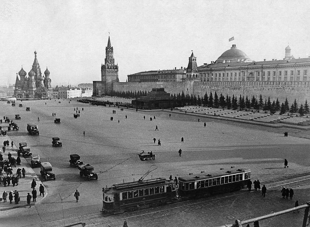 535962 Трамвай на Красной площади ок. 1930 г..jpg