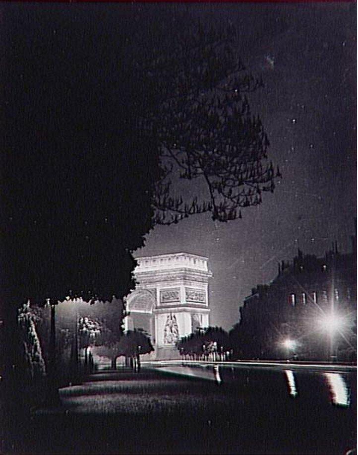 1935. Триумфальная арка ночью