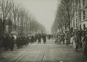 1916. Февраль. Похороны жертв рейда дирижаблей. Похоронная процессия на проспекте Гамбетта