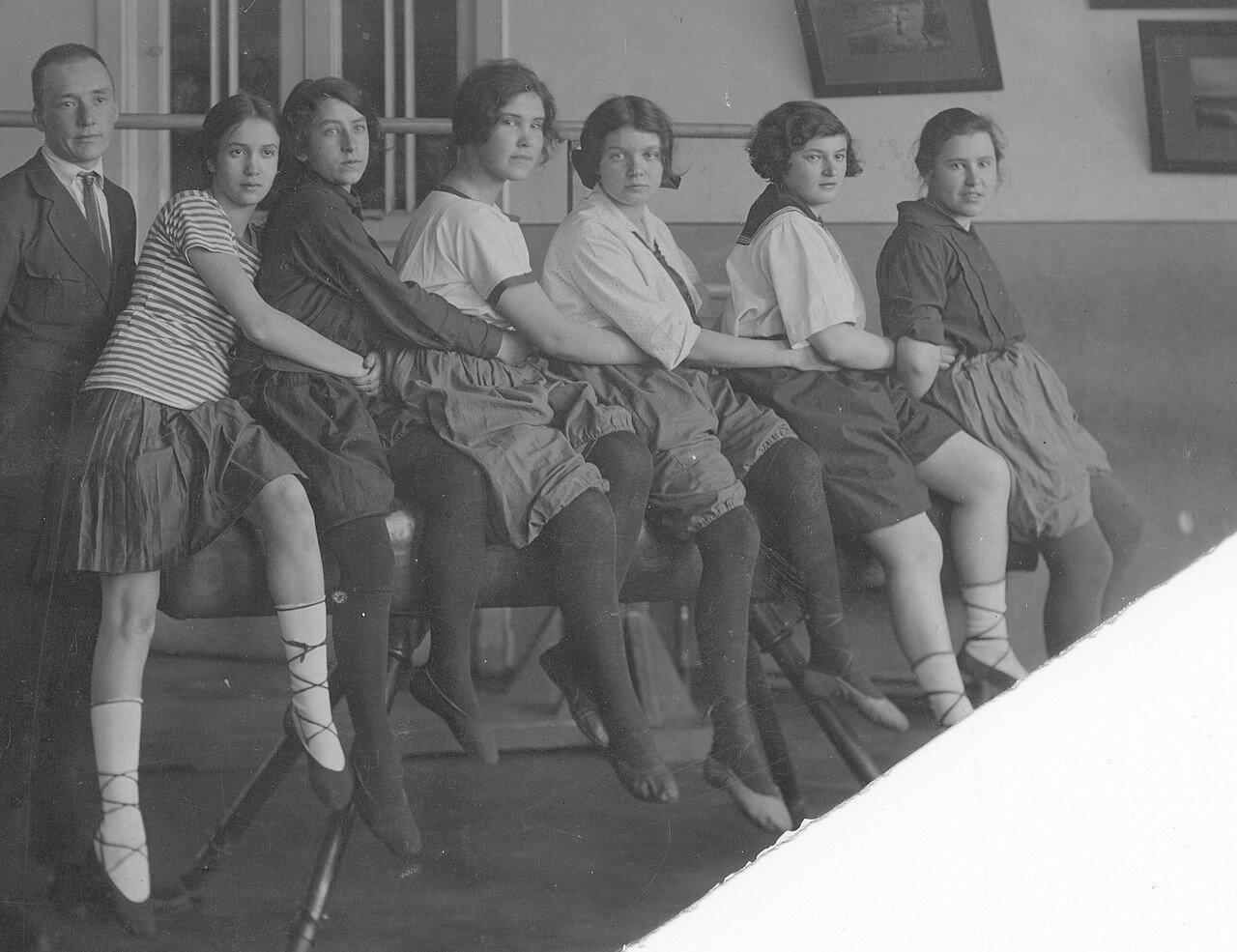 1923. Берта Лясс в спортивном зале 7-й опытной школы МОНО