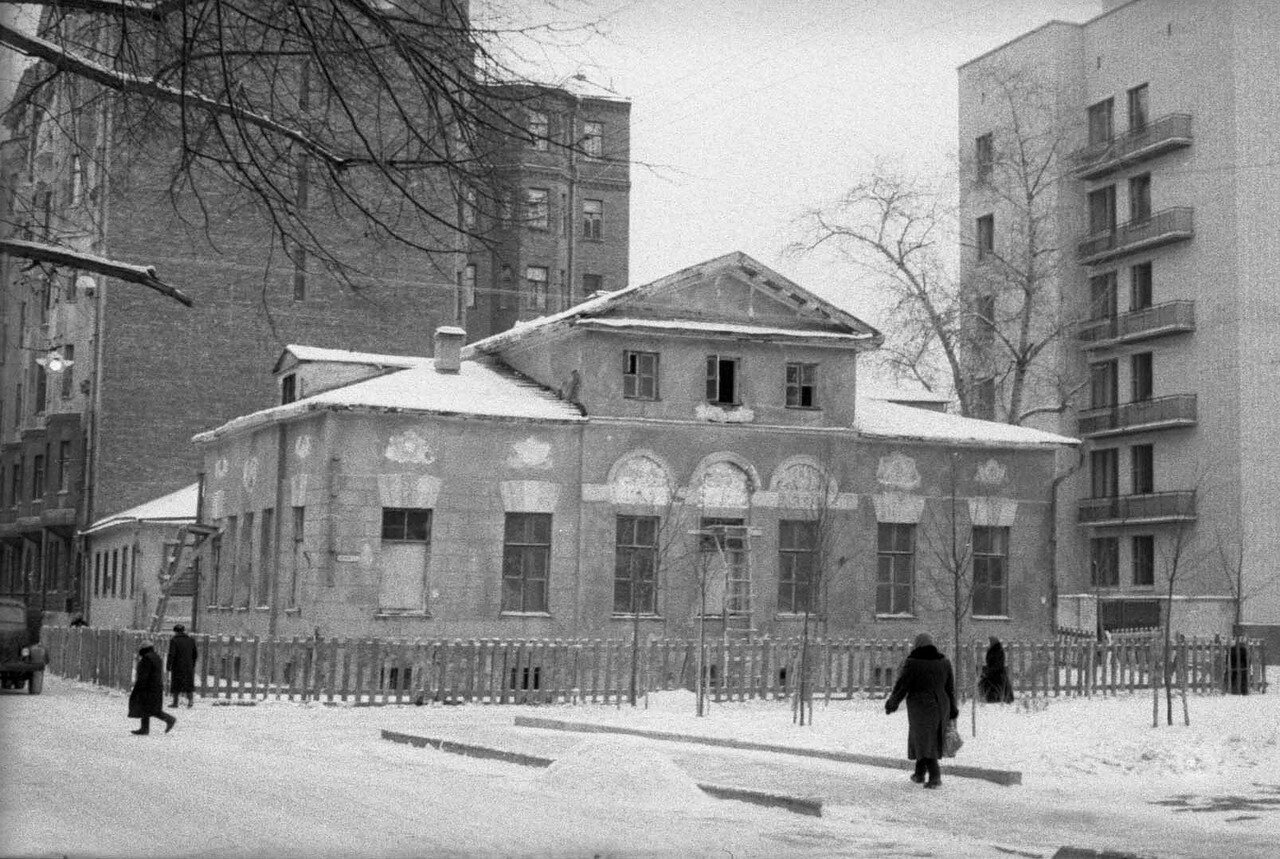 1960. Дом на углу Плотникова и Сивцева вражка
