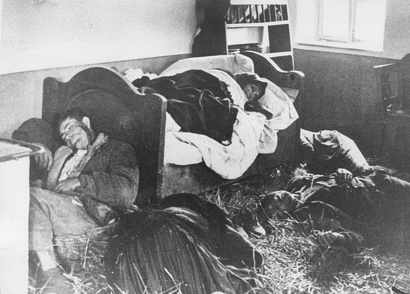 Serb_family_killed_in_their_home,_1941.jpg