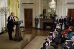 Трамп выступает на пресс - конференции 16 февраля 2017 года в Восточном зале Белого дома.png