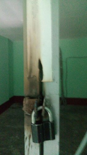 Вызов электрика аварийной службы из-за отключения электроснабжения квартиры во время ремонтных работ в парадной