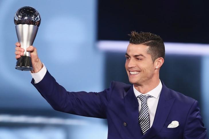 ФИФА представила улучшенный приз лучшему игроку мира
