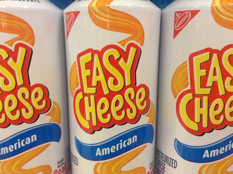 Мягкий сыр Cheese Whiz. «На вкус он как пластмасса и раковая опухоль», — пишет пользователь Screech.