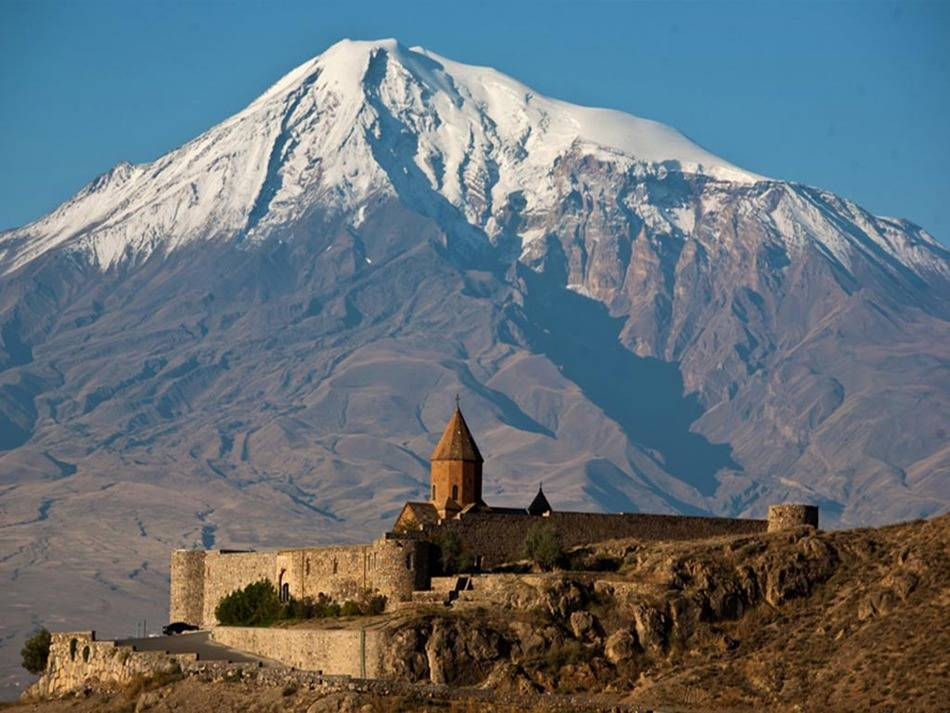 Что нужно сделать обязательно: Как минимум три дня стоит провести в солнечном Ереване, который старш