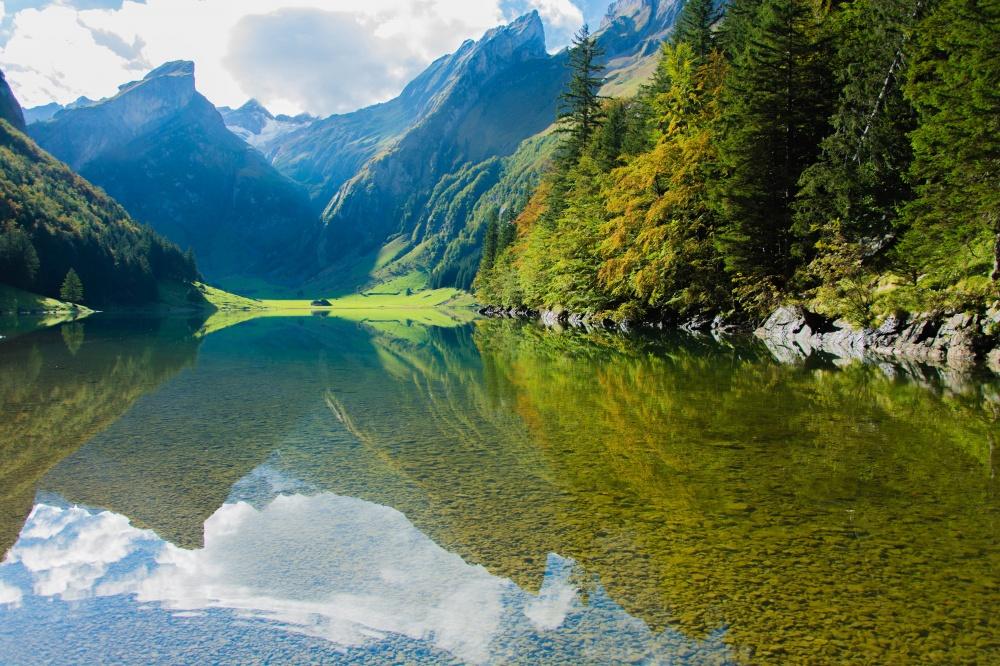 © Pexels  Альпийское горное озеро.
