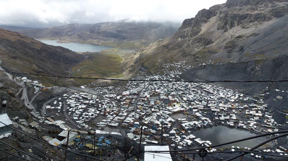 8. Население города составляет 30 тыс. человек, практически все из них заняты добычей золота в