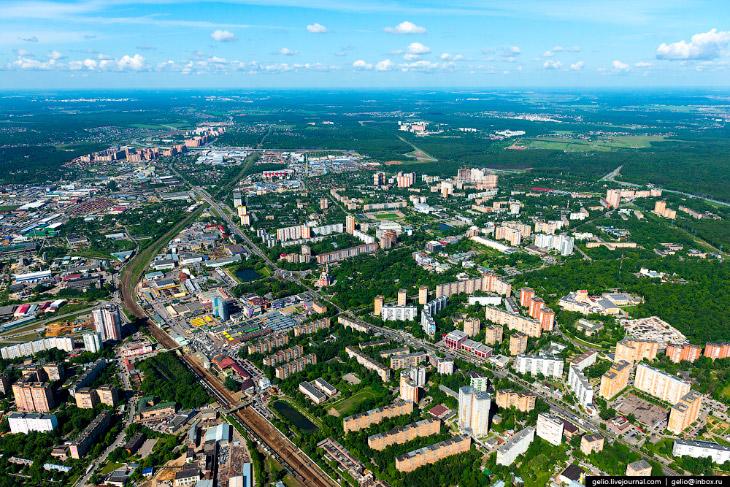 2. Сейчас в Одинцово проживает 147 000 человек, и население продолжает быстро увеличиваться. Люди вы