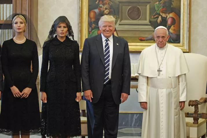 Визит Дональда Трампа в Ватикан: социальные сети потешаются над реакцией Папы Франциска (11 фото)