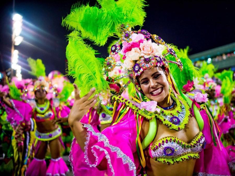 14. Рио-де-Жанейро, Бразилия, известен своим крупнейшим в мире карнавалом, поражающим яркими костюма