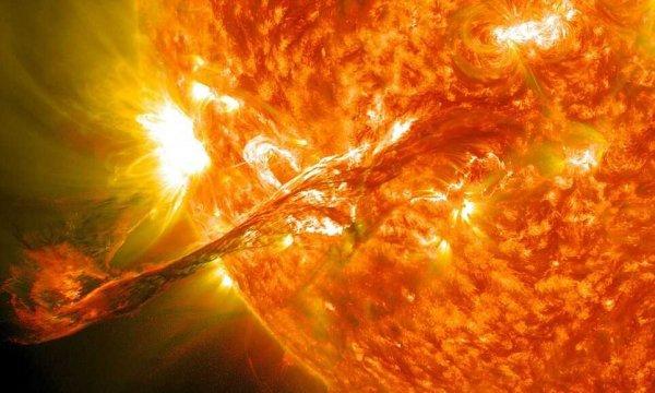 ВNASA показали видео разорванной Солнцем кометы