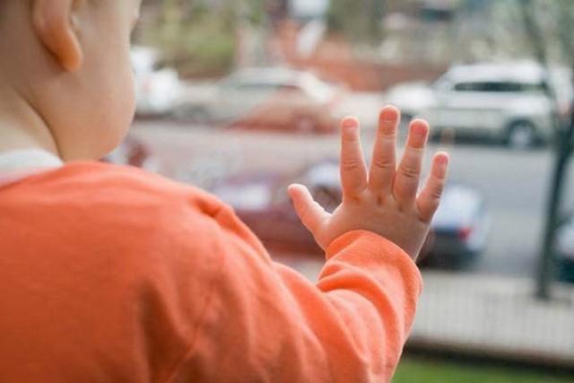 3-летний ребенок насмерть разбился в столицеРФ, выпав изокна 12 этажа