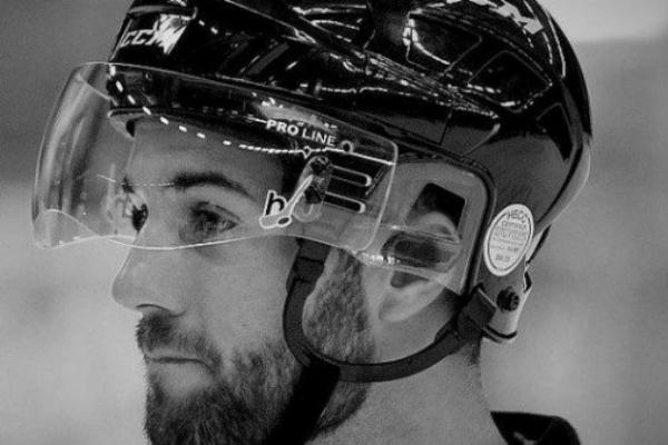 ВЧехии хоккейный арбитр скончался после попадания шайбы вголову