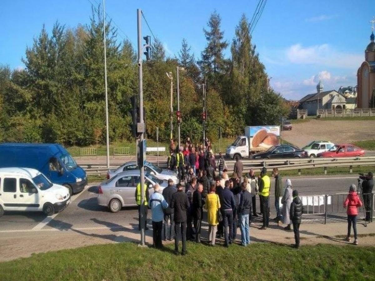 Дорогу Киев-Чоп около Львова разблокировали