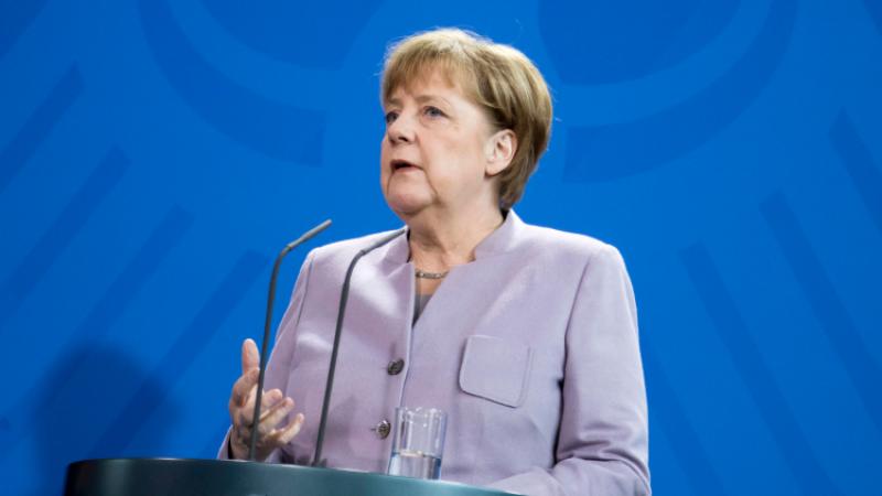 Нужно искать решение украинской проблемы, однако отношения сРоссией необходимо улучшать— Меркель