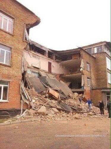 В Василькове обрушилась школа