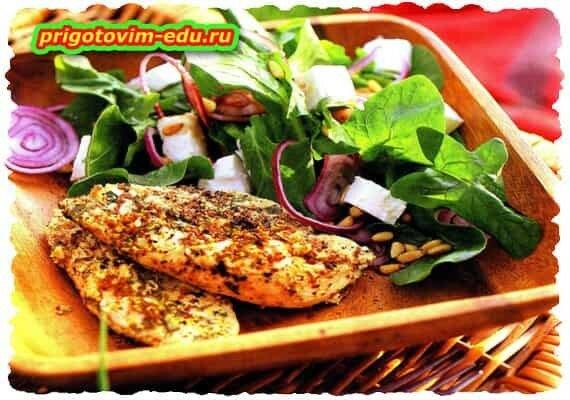 Пряное куриное филе с салатом