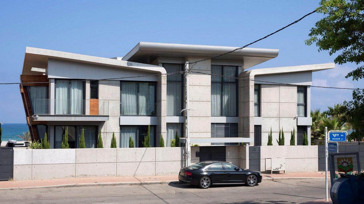 Симметричная архитектура частного дома