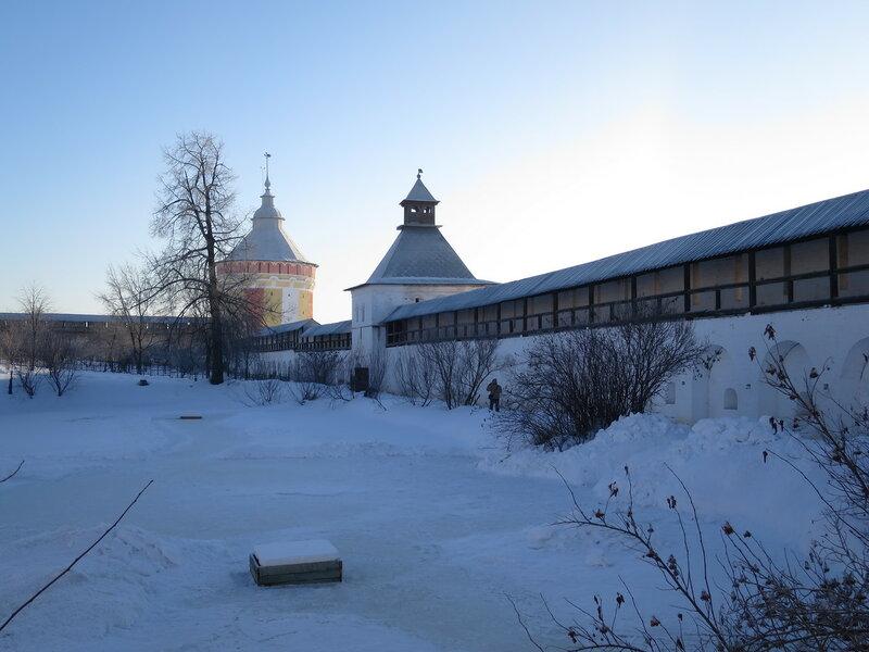 Спасо-Прилуцкий монастырь. Юго-западная стена с внутренней стороны