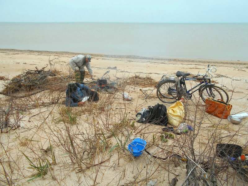 Море, туристы, и велосипеды ... DSCN1702.JPG