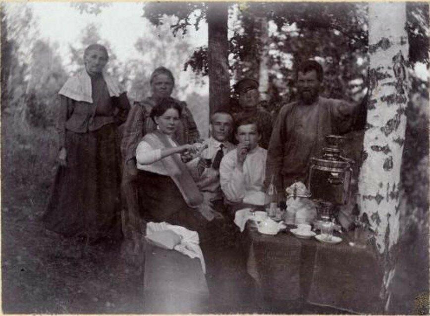 1911. Пикник в деревне