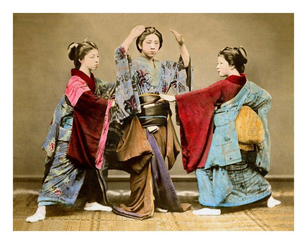 Гейши в кимоно