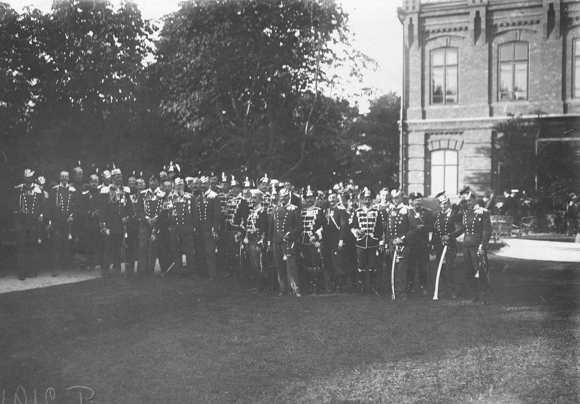 Делегации от прусских уланских и гусарских полков, прибывшие на празднование 250-летнего юбилея полка