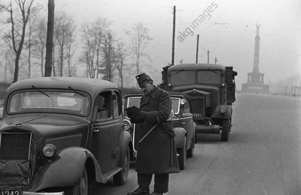 Berlin/Gegenblockade/Kontrolle /Foto1949 - -