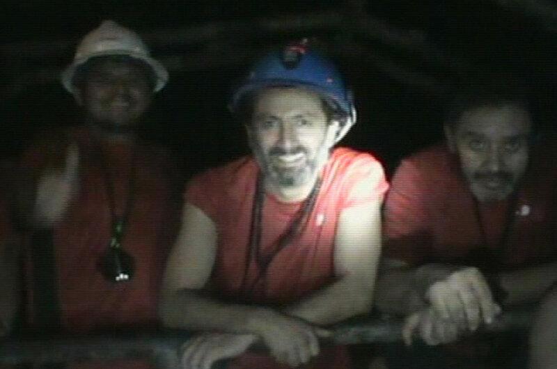 Фото 5 - 1 сентября 2010 года - камера спасателей запечатлела трех шахтеров.jpg
