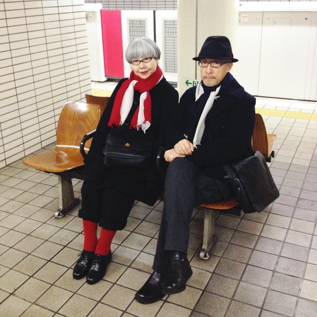 Японская пара уже 37 лет одевается в одинаковом стиле