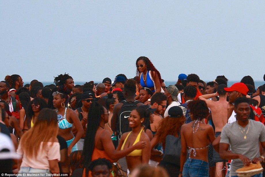 Дикие вечеринки студентов в Майами