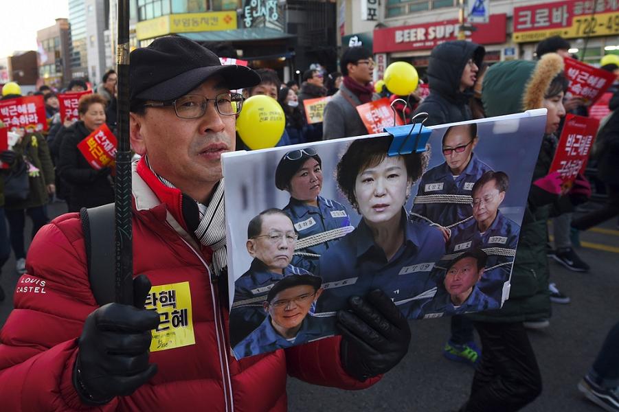 Демонстрация за импичмента Пак Кын Хе.png