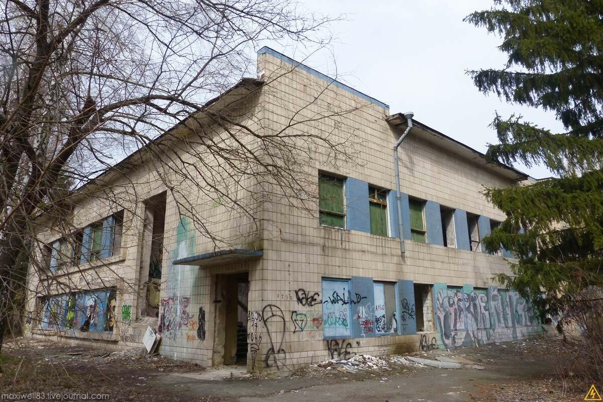 Заброшки Експоцентру України (частина 3): Ресторан �Островок� та інші абандони
