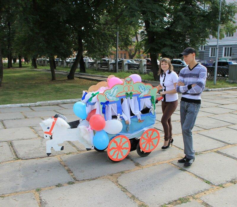 Невьянск. День города - 2012. Участники парада детских колясок