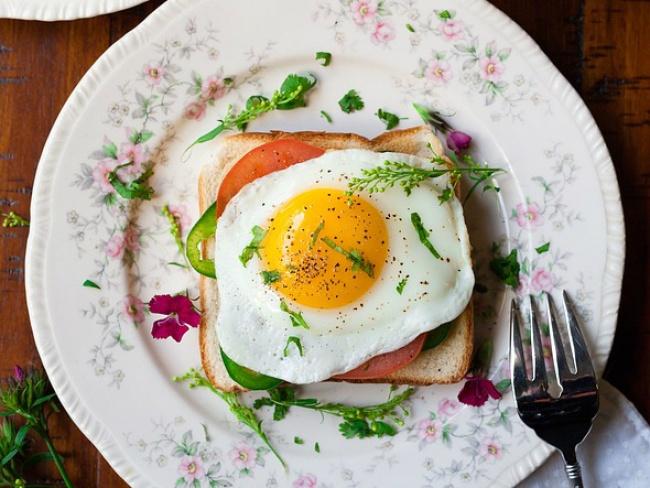 © Pexels / pixabay  Яйца содержат много белка иаминокислоту цистеин, которая избавит оттокси