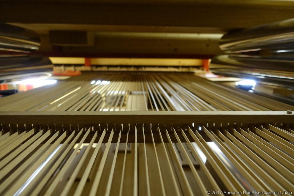 10. Внутрь органа можно зайти и даже пролезть по маленькой «пожарной» лестнице по его этажам. В