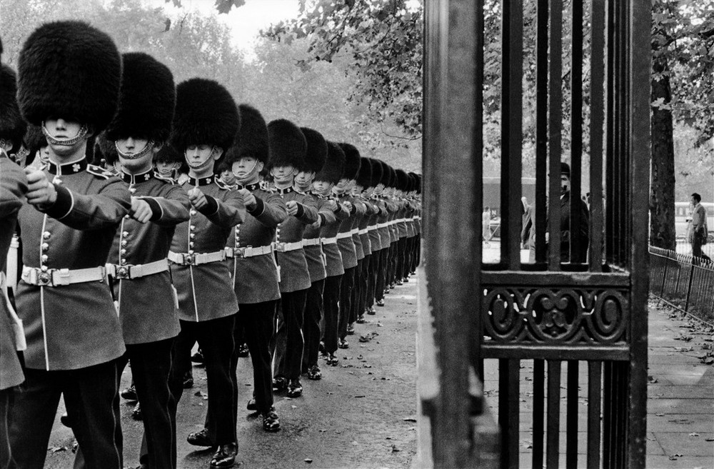 UK. London. 1960. Queen's guard marching.