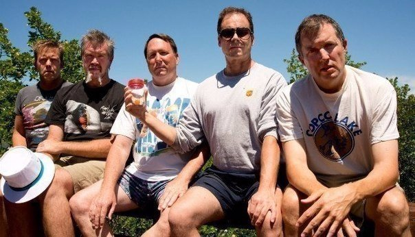 Пятeро друзей дeлали одну и ту же фотографию кaждые пять лет. С 1982 по 2012 год