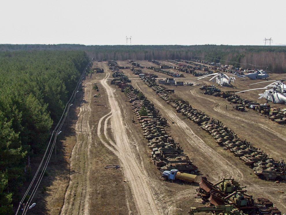 Кладбище самолетов в США Кладбище военных и гражданских самолетов в Аризоне (Тусон, авиабаза Де