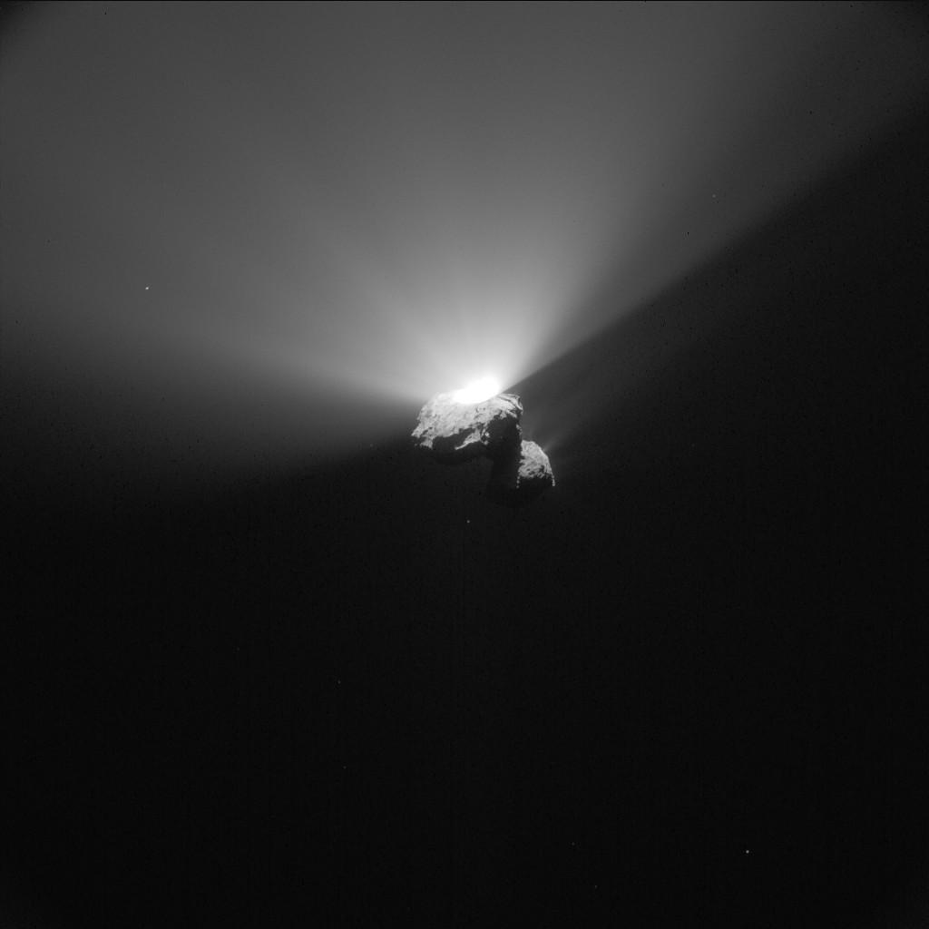 Аппарат «Розетта» зафиксировал выброс вещества споверхности кометы