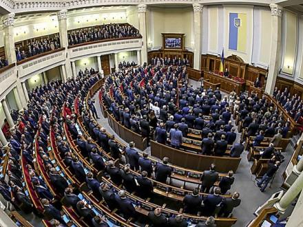 ВРаде утвердили законодательный проект, который дает возможность забирать удепутатов загранпаспорта