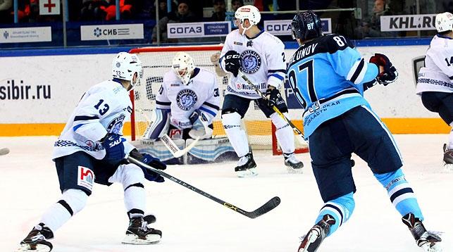 Хоккеисты минского «Динамо» взяли верх над «Сибирью» вматче КХЛ