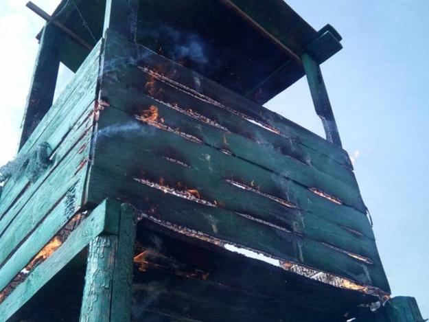 ВОдесской области двое мужчин подожгли смотровую вышку