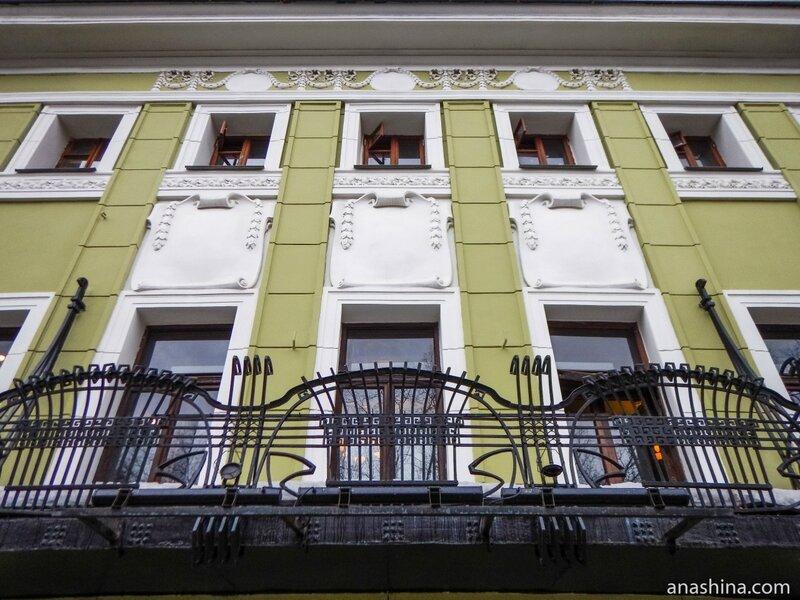 Центральная часть фасада, дом Смирнова